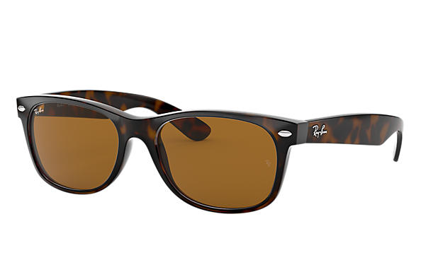 5c8716b86d Ray-Ban New Wayfarer Classic RB2132 Tortoise - Nylon - Green Lenses ...