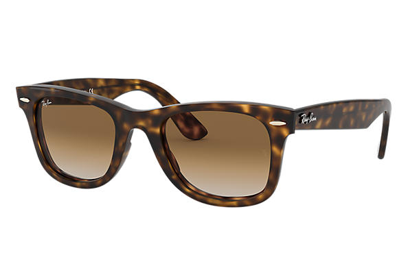 ray ban wayfarer classic vs ease